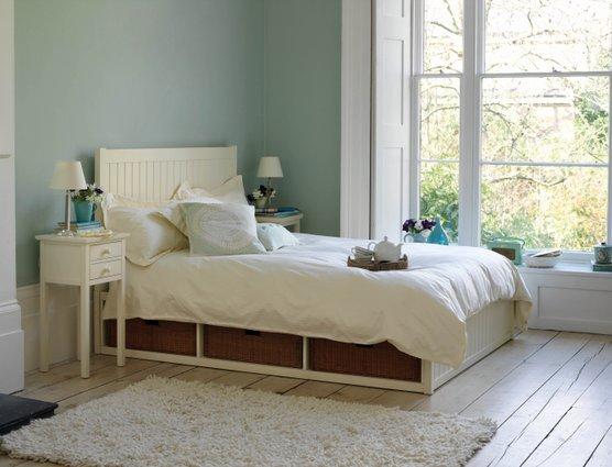 Eau de nil bedroom on pinterest colour schemes textiles for Eau de nil bedroom ideas